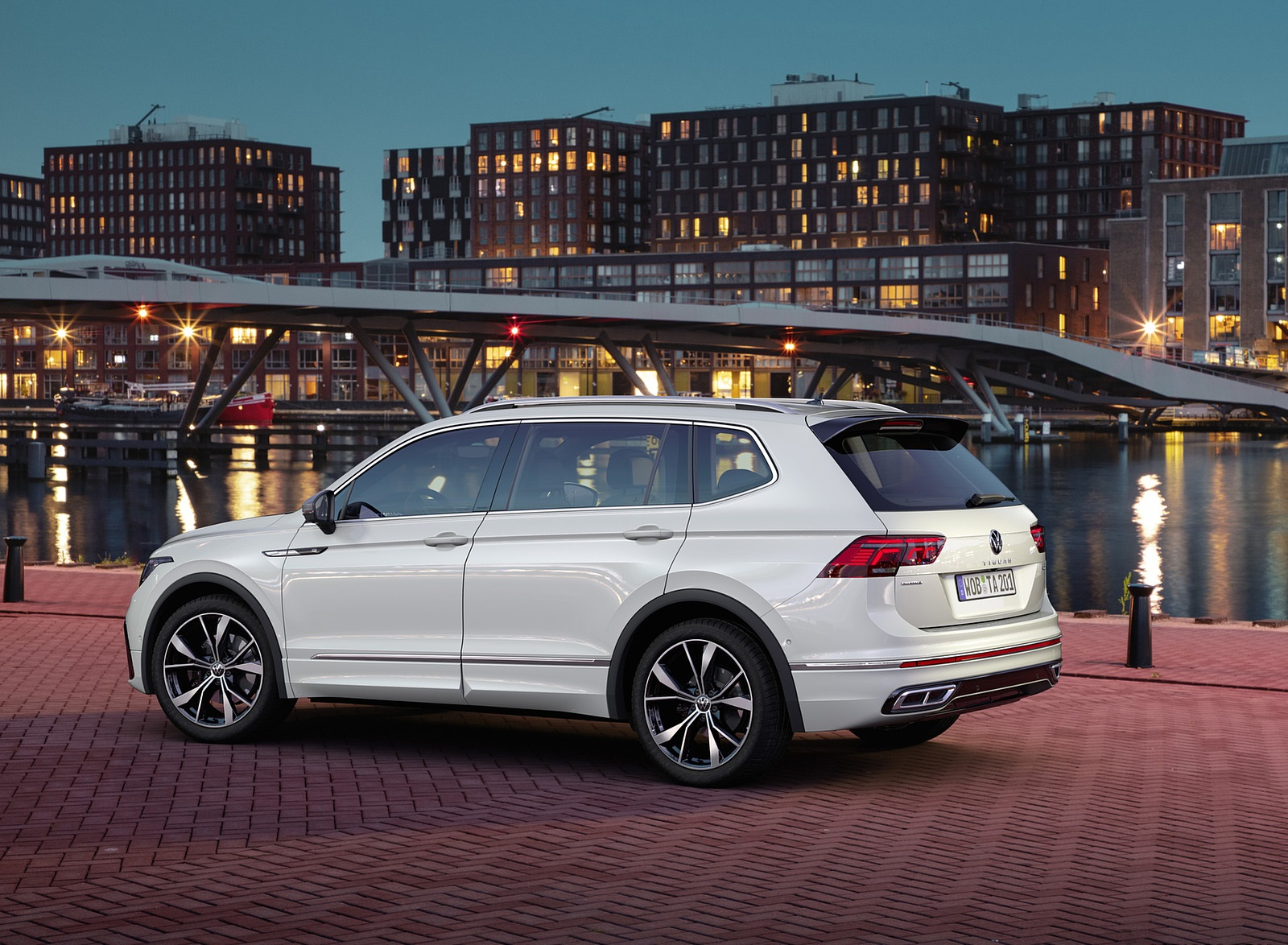 2022 Volkswagen Tiguan Allspace Rear Three-Quarter Wallpapers (9)