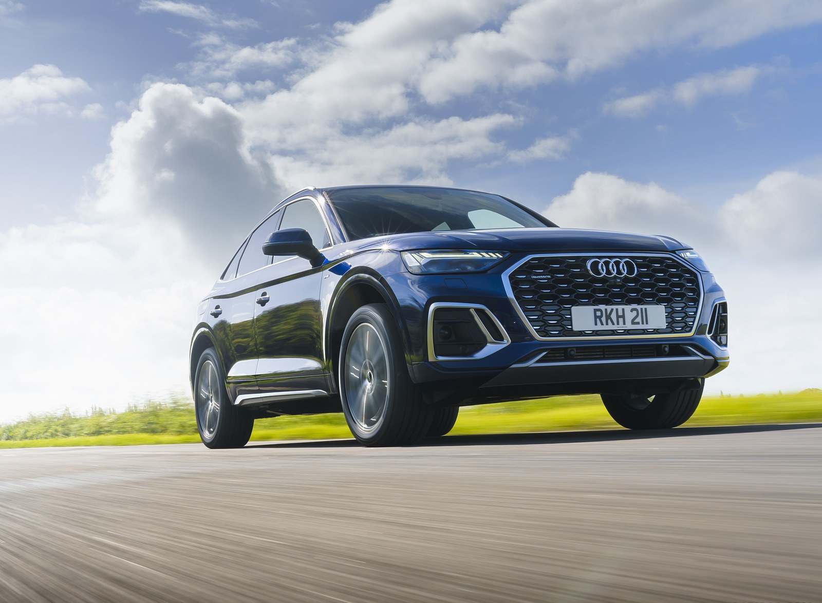 2021 Audi Q5 Sportback (UK-Spec) Front Three-Quarter Wallpapers (2)