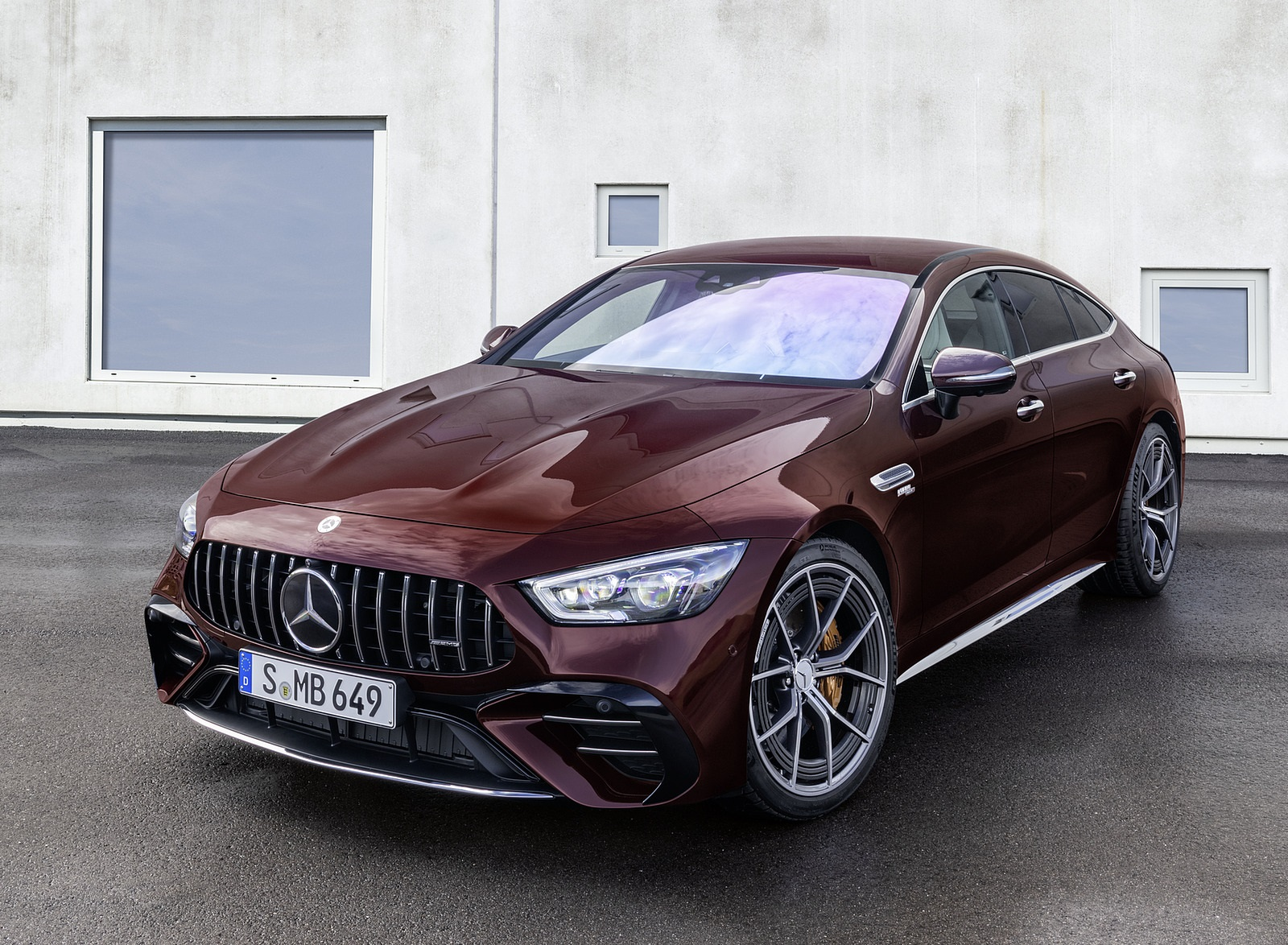 2022 Mercedes-AMG GT 53 4MATIC+ 4-Door Coupe (Color: Rubellite Red) Front Three-Quarter Wallpapers (5)