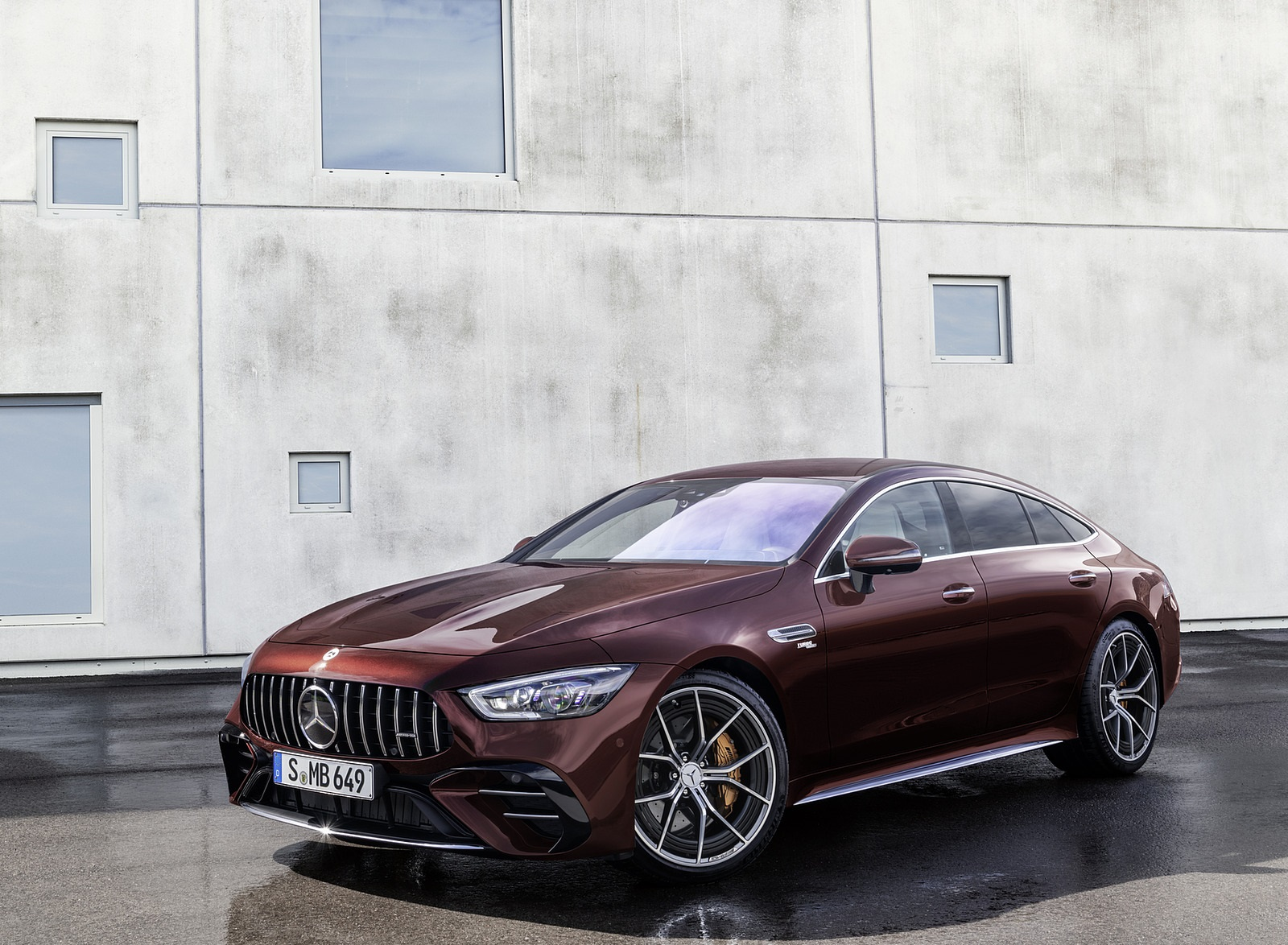 2022 Mercedes-AMG GT 53 4MATIC+ 4-Door Coupe (Color: Rubellite Red) Front Three-Quarter Wallpapers (6)