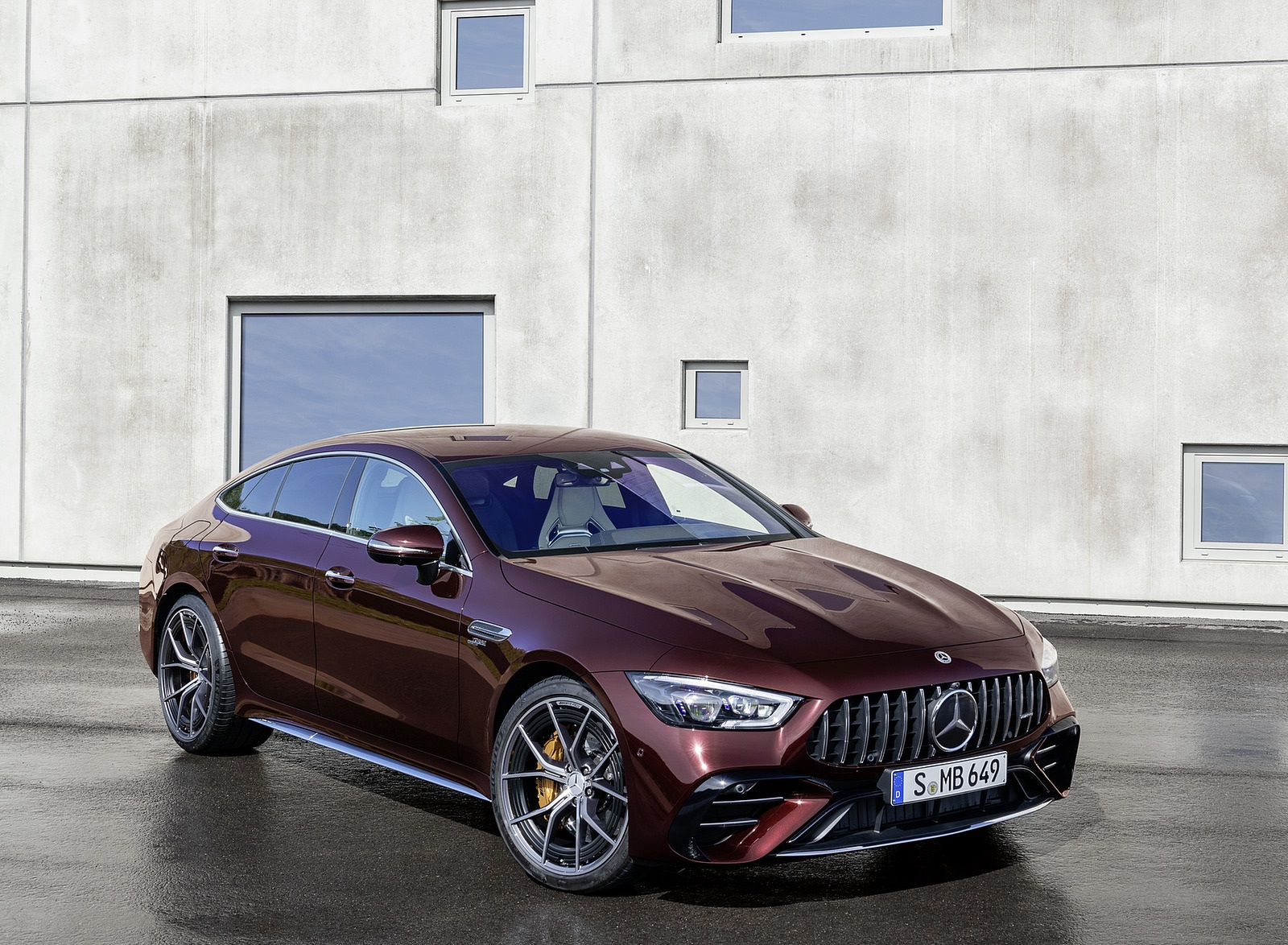 2022 Mercedes-AMG GT 53 4MATIC+ 4-Door Coupe (Color: Rubellite Red) Front Three-Quarter Wallpapers (9)