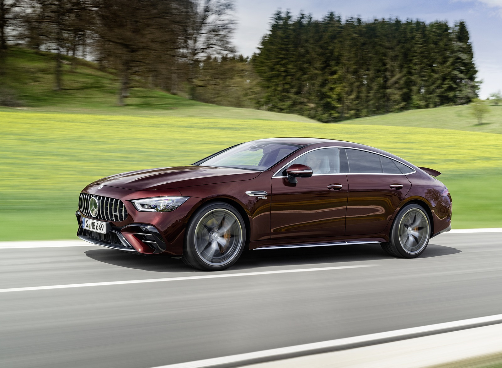 2022 Mercedes-AMG GT 53 4MATIC+ 4-Door Coupe (Color: Rubellite Red) Front Three-Quarter Wallpapers (3)