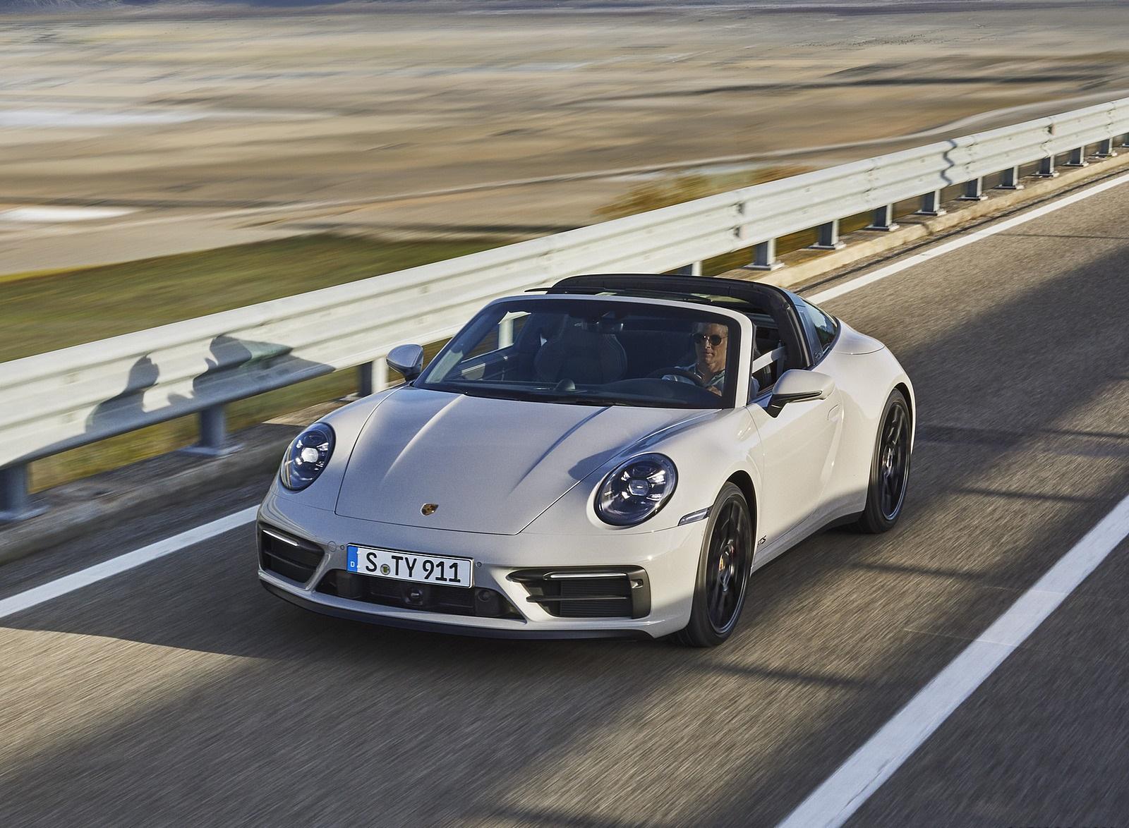 2022 Porsche 911 Targa 4 GTS Front Three-Quarter Wallpapers  (1)