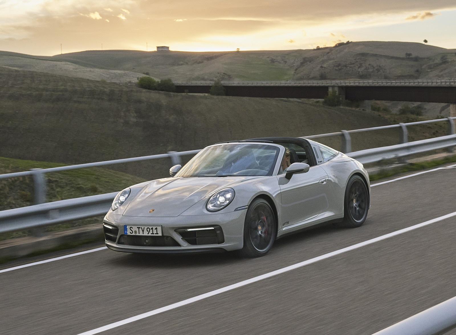 2022 Porsche 911 Targa 4 GTS Front Three-Quarter Wallpapers  (2)