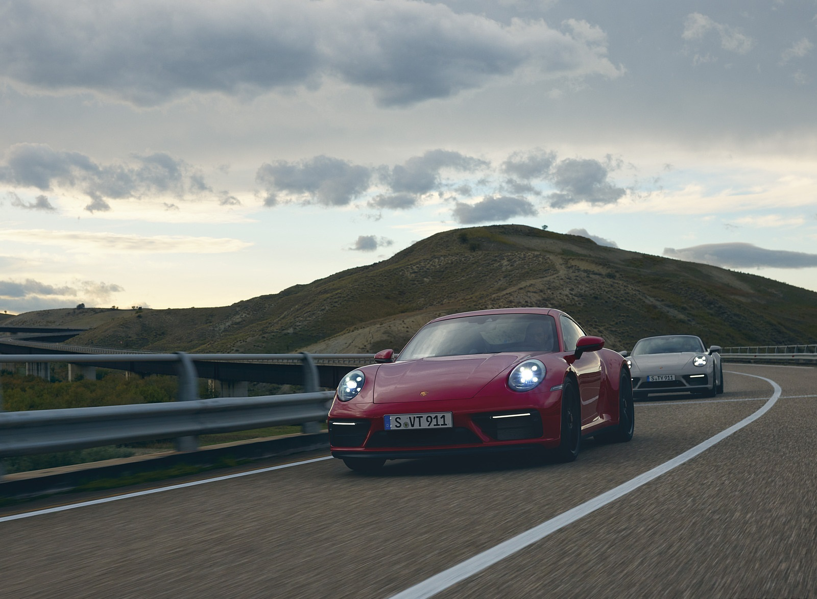 2022 Porsche 911 Targa 4 GTS and 911 Carrera GTS Front Wallpapers (9)