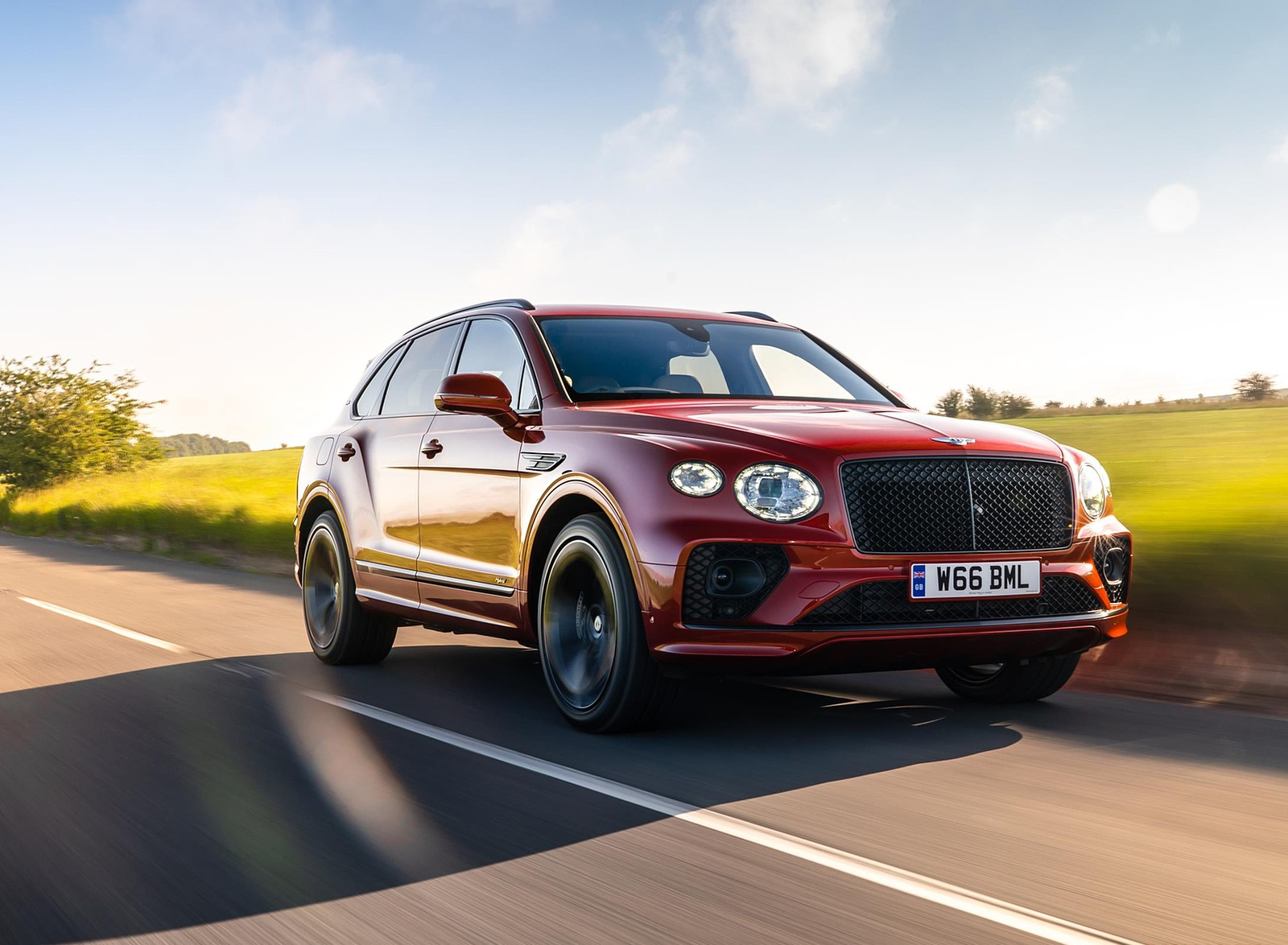 2021 Bentley Bentayga Plug-In Hybrid First Edition First Edition (Color: Dragon Red) Front Three-Quarter Wallpapers (1)