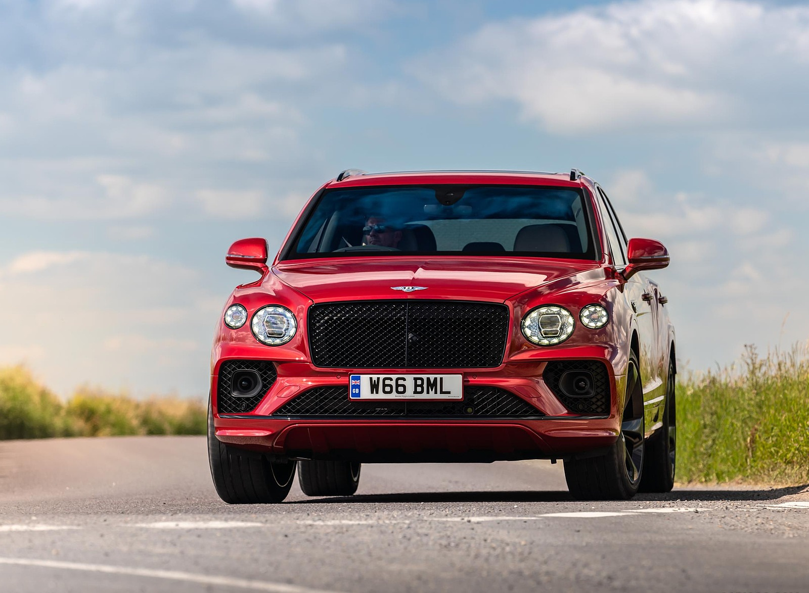 2021 Bentley Bentayga Plug-In Hybrid First Edition First Edition (Color: Dragon Red) Front Wallpapers (4)