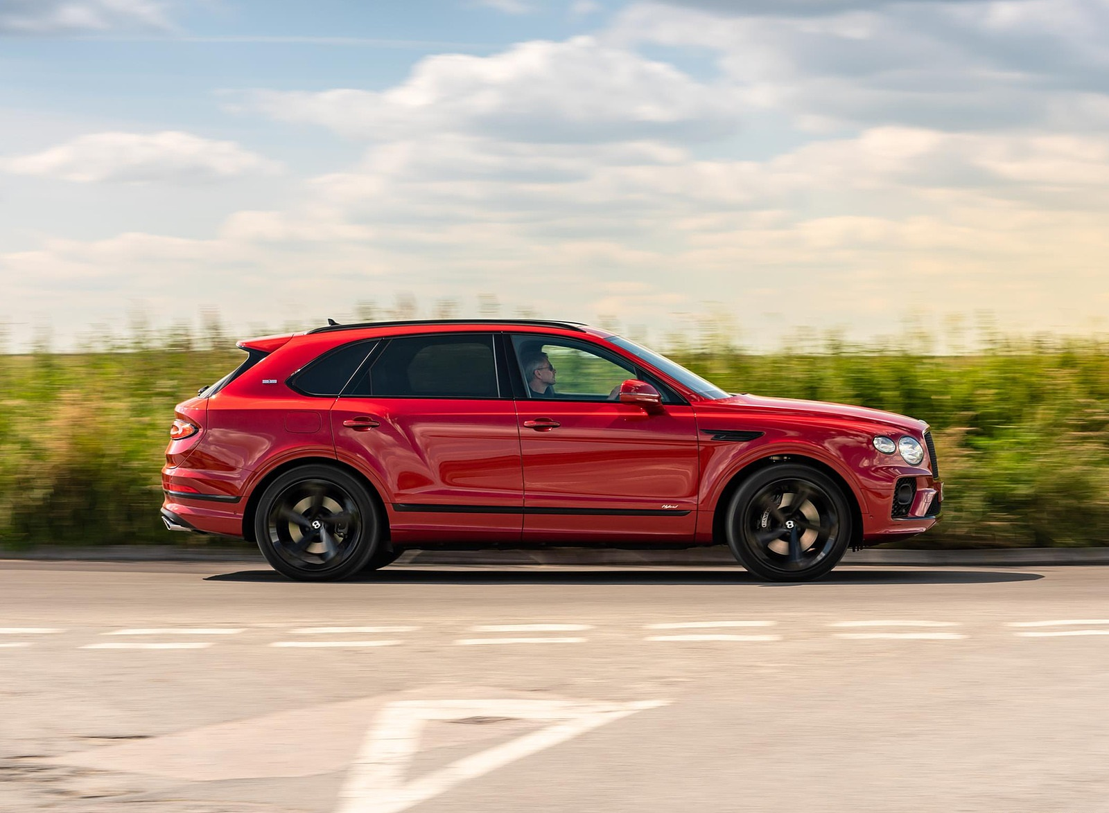 2021 Bentley Bentayga Plug-In Hybrid First Edition First Edition (Color: Dragon Red) Side Wallpapers (7)
