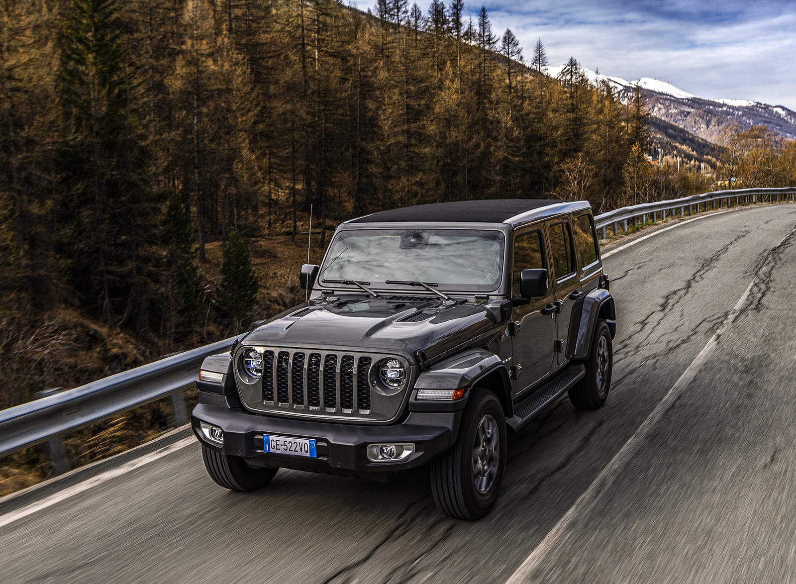2021 Jeep Wrangler 4xe (Euro-Spec; Plug-In Hybrid) Front Three-Quarter Wallpapers (1)