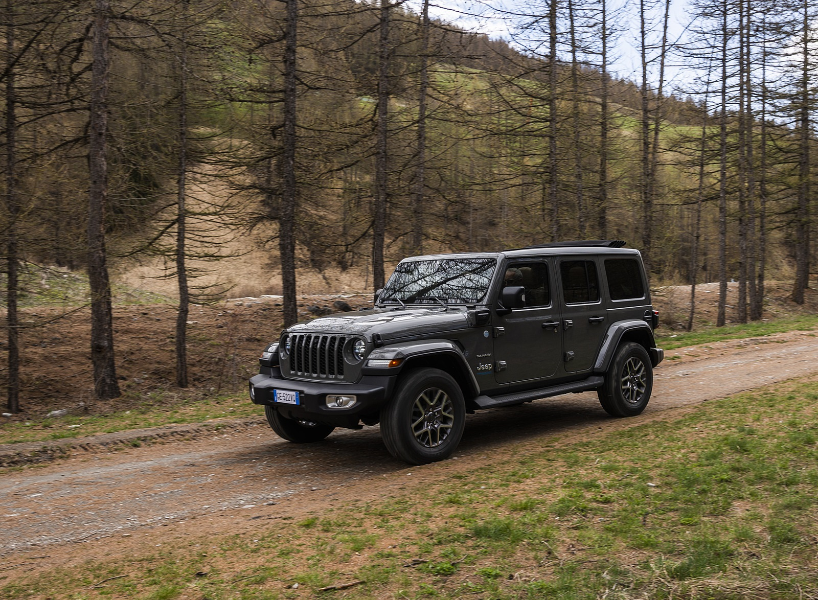 2021 Jeep Wrangler 4xe (Euro-Spec; Plug-In Hybrid) Front Three-Quarter Wallpapers (4)