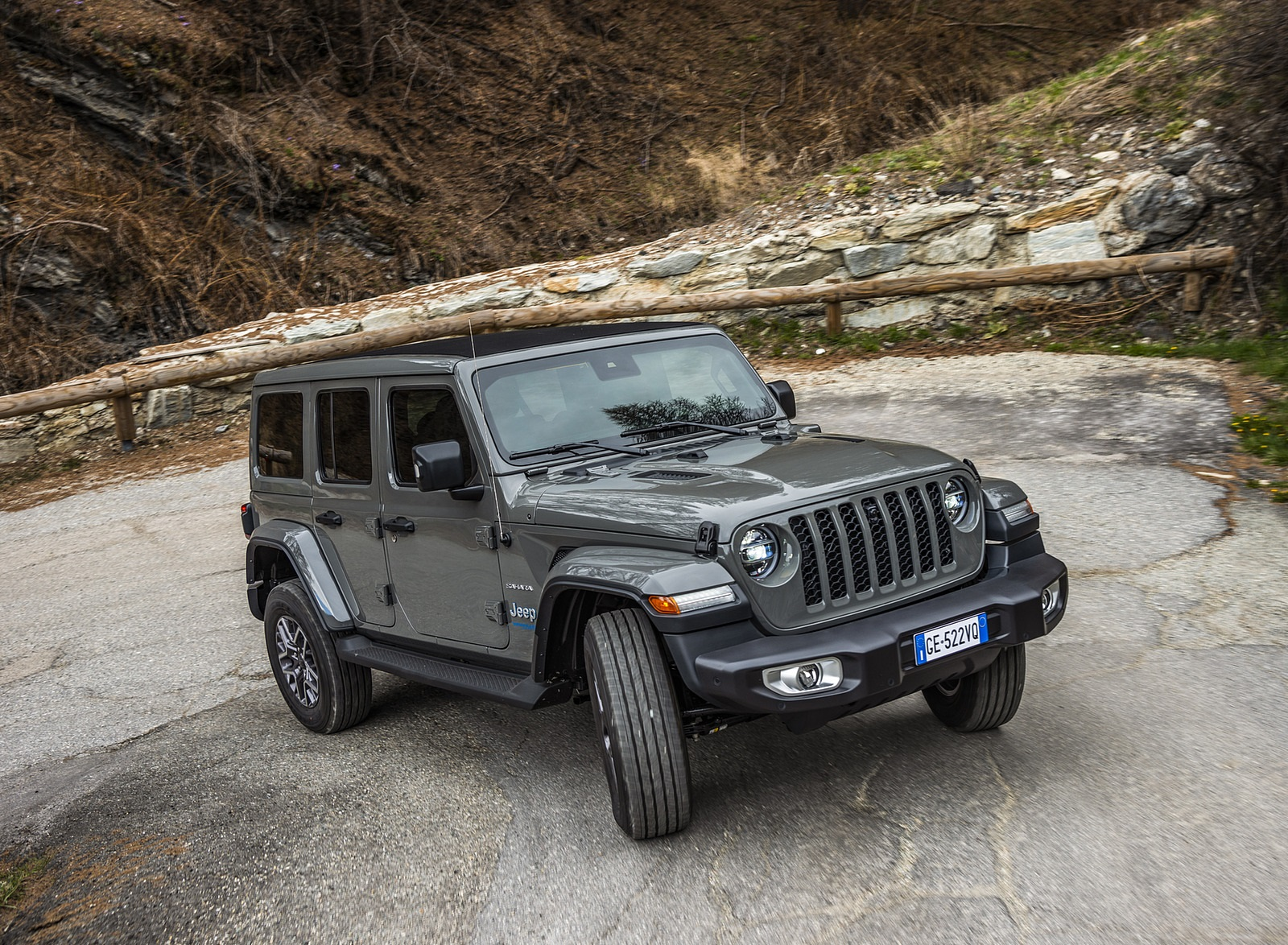 2021 Jeep Wrangler 4xe (Euro-Spec; Plug-In Hybrid) Front Three-Quarter Wallpapers (2)