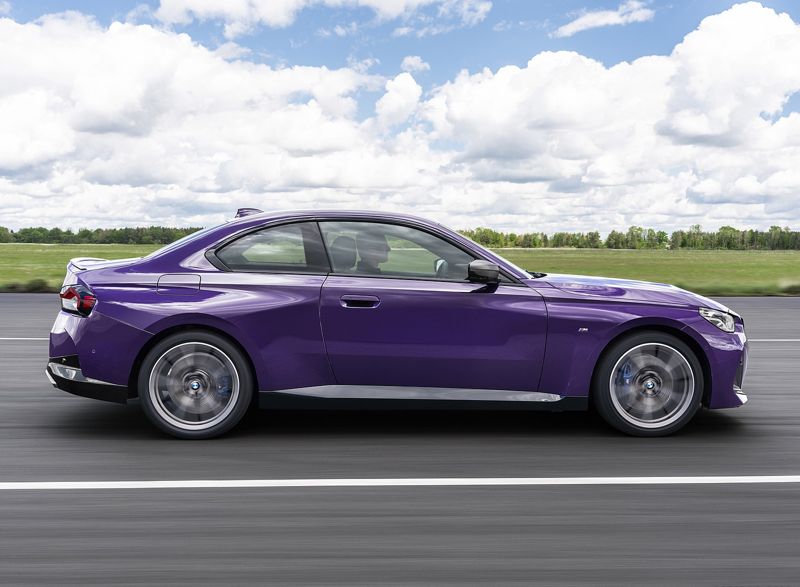 2022 BMW M240i xDrive Coupe Side Wallpapers (10)
