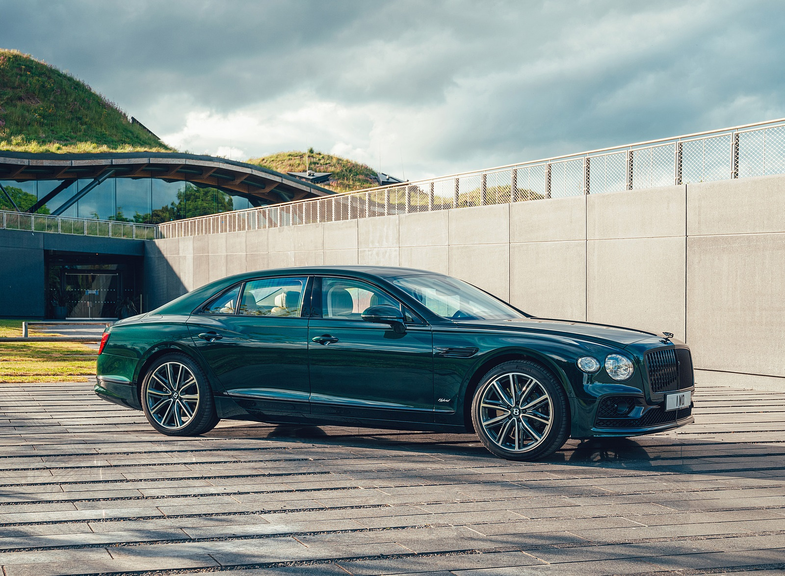 2022 Bentley Flying Spur Hybrid Front Three-Quarter Wallpapers (3)