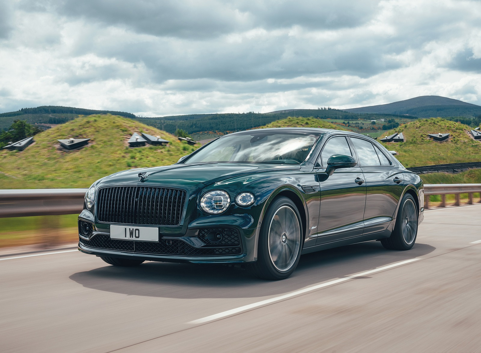 2022 Bentley Flying Spur Hybrid Front Three-Quarter Wallpapers (1)
