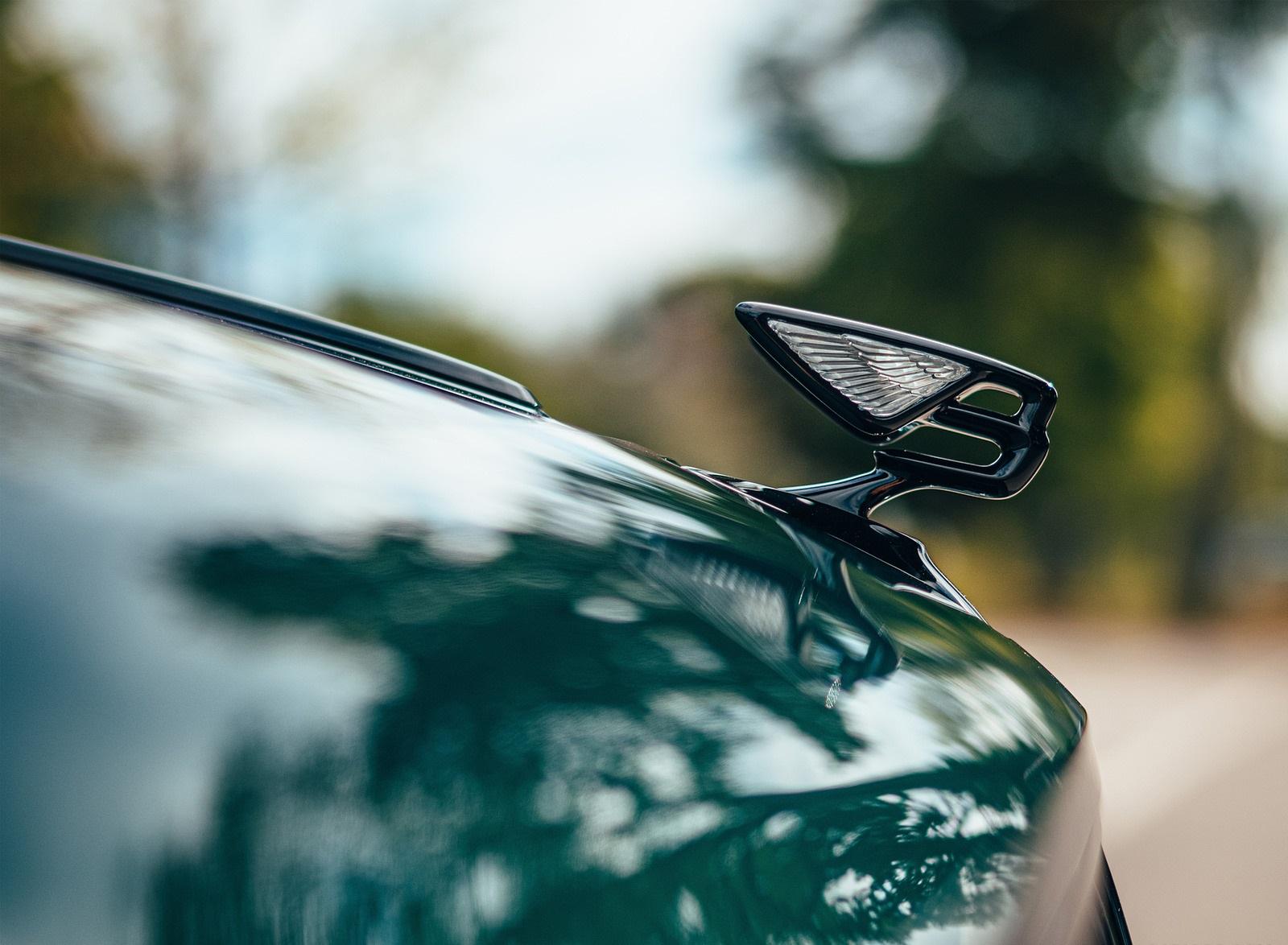 2022 Bentley Flying Spur Hybrid Hood Ornament Wallpapers (8)