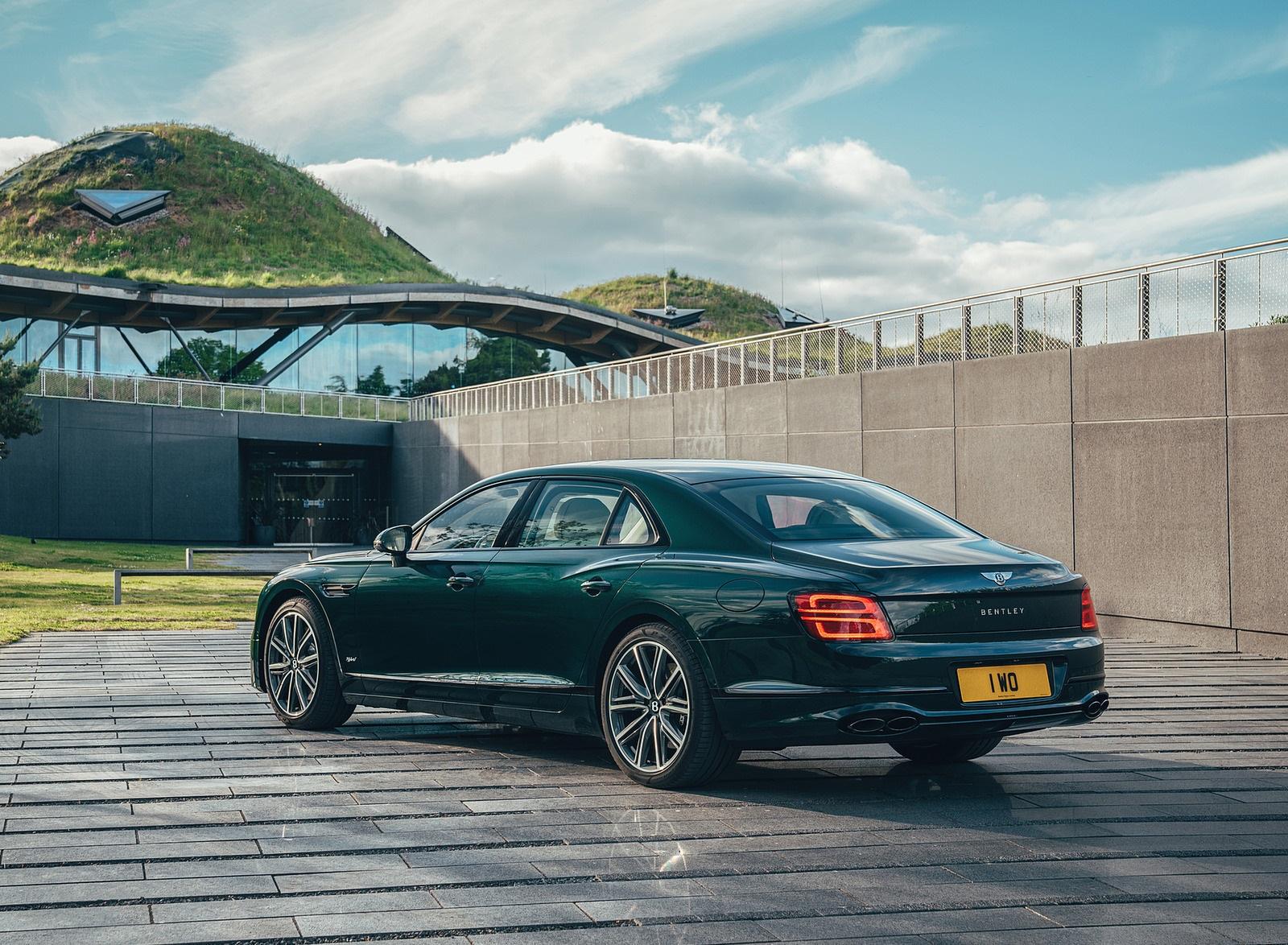 2022 Bentley Flying Spur Hybrid Rear Three-Quarter Wallpapers (4)