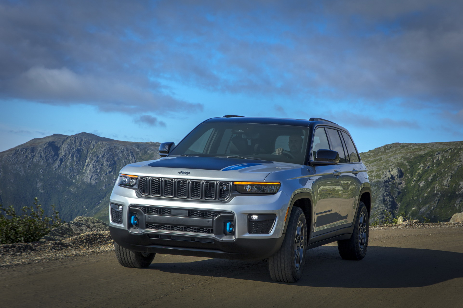 2022 Jeep Grand Cherokee Trailhawk 4xe Front Three-Quarter Wallpapers (1)