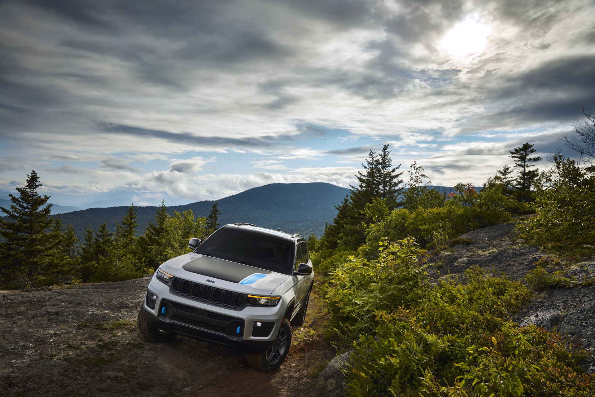 2022 Jeep Grand Cherokee Trailhawk 4xe Front Wallpapers (4)
