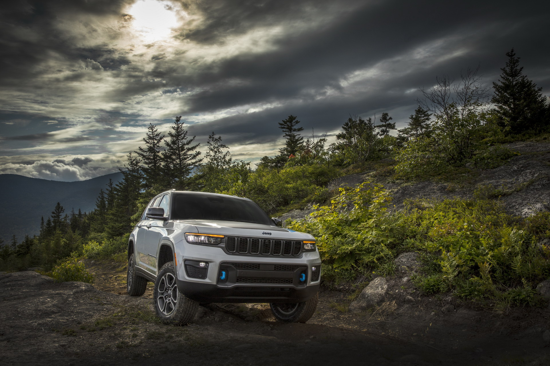 2022 Jeep Grand Cherokee Trailhawk 4xe Off-Road Wallpapers  (5)