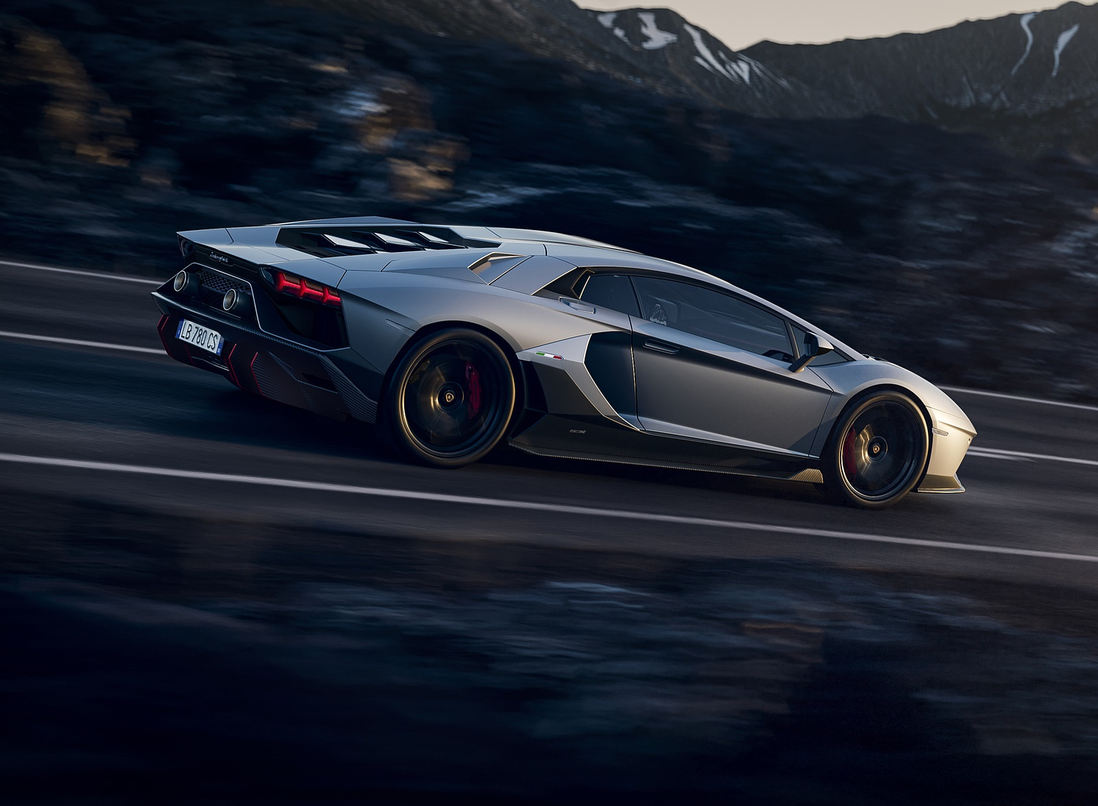 2022 Lamborghini Aventador LP 780-4 Ultimae Side Wallpapers (7)
