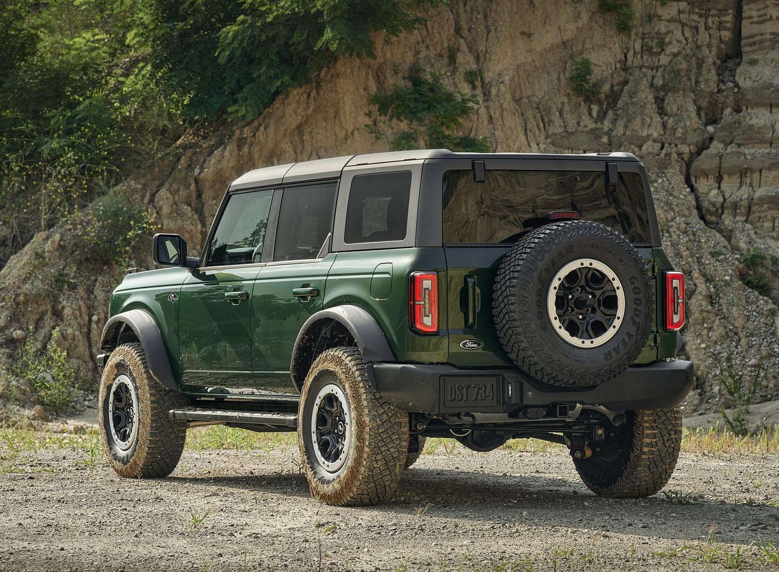 2022 Ford Bronco 4-Door (Color: Eruption Green) Rear Three-Quarter Wallpapers (9)