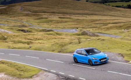 2022 Ford Focus ST Edition Front Three-Quarter Wallpapers 450x275 (8)