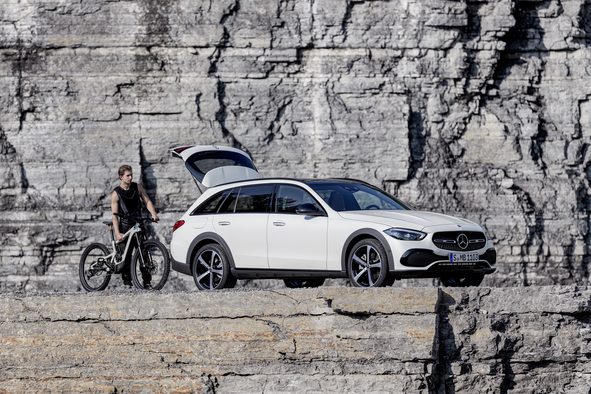 2022 Mercedes-Benz C-Class All-Terrain (Color: Opalite White Bright) Front Three-Quarter Wallpapers (10)