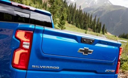 2022 Chevrolet Silverado ZR2 Tail Light Wallpapers 450x275 (11)